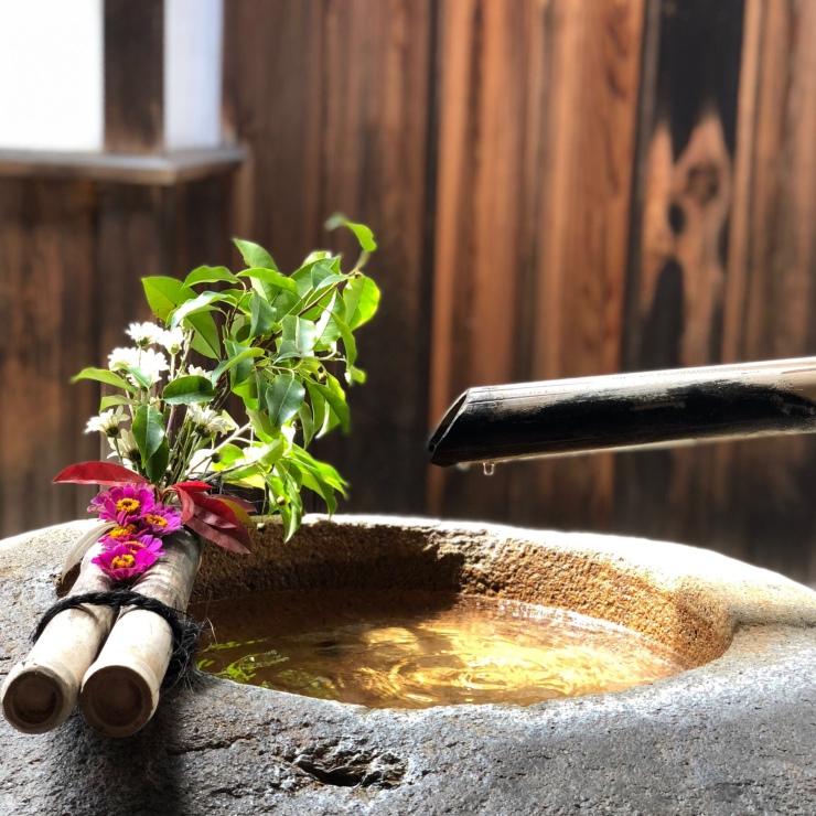 Fontaine dans le jardin d'une maison