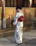 Jeune fille priant en Kimono, Gion