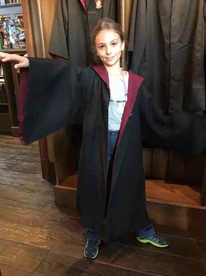 Eden porte la tenue de la maison Griffondor - Harry Potter - Universal Studio Japan