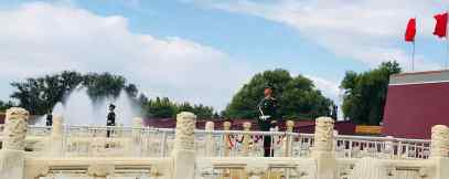 Militaires devant la Cité Interdite - Pékin - Chine