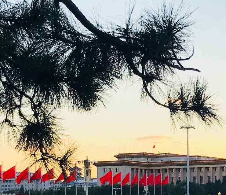 Coucher de soleil place Tian'anmen - Drapeaux Chinois - Pékin - Chine