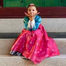 Eden en Hambok. Petite poupée Coréenne