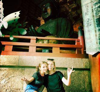 Fausse méditation devant le grand Bouddha