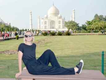 Juliette devant le Taj Mahal - Photo Kitch - Agra - Inde