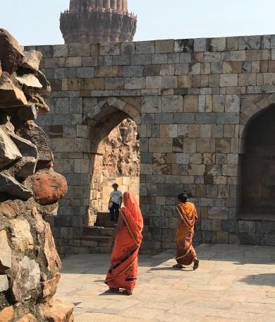Jolis saris -Qutb Minar - Delhi - Inde