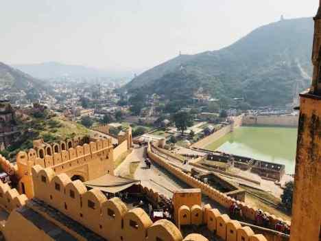 Vue sur la cour principale et la ville - Amber Palace - Rajasthan - Inde