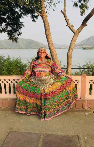 Femme en habit traditionnel - Palais sur l'eau - Jaipur - Rajasthan