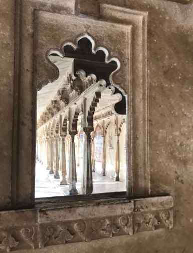 Jeu de miroirs et de colonnes - City Palace - Udaipur - Rajasthan - Inde