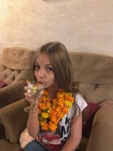 Collier de fleurs et eau citronnée - Bienvenue à Narlai ! - Rajasthan - Inde