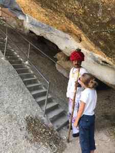 Lala et Eden, avant de grimper au temple dans la roche - Narlai - Rajasthan - Inde