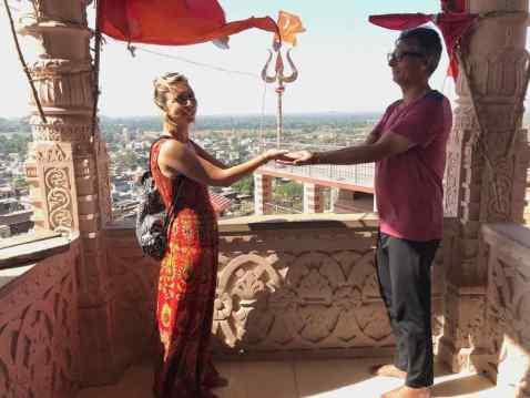 "On ""porte"" le symbole de la paix - Narlai - Rajasthan - Inde"