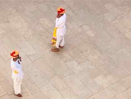 Conciliabules de gardes : turbans et téléphones portables - Fort de Jodhpur - Rajasthan - Inde