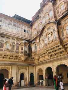 Jolies façades intérieures -Fort de Jodhpur - Rajasthan - Inde
