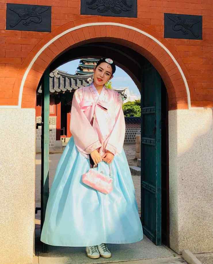 Jeune femme en habit traditionnel - Seoul - Corée
