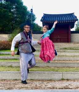 Eden et Geoffrey en habit traditionnel - Seoul - Corée