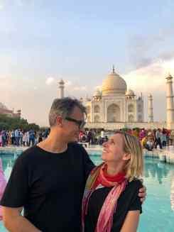 Photo d'amoureux devant le Taj Mahal - Agra - Inde