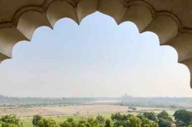 Vue sur le Taj Mahal depuis le Fort Rouge - Agra - Inde