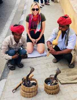 Charmeurs de serpents. Même pas peur (enfin, je les caresse pas non plus !) - Amber Palace - Rajasthan - Inde