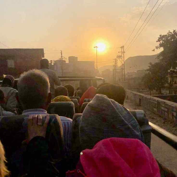 Lever de soleil dans notre Bus- Safari - Ranthambore - Rajasthan - Inde