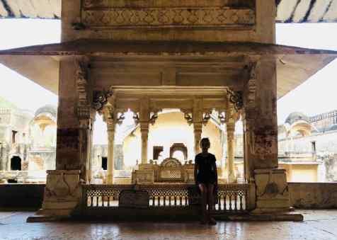 Eden devant le trône du Maharaja - Palais de Bundi - Rajasthan - Inde