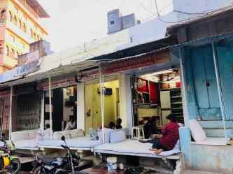 Echoppe attendant le client - Bundi - Rajasthan - Inde