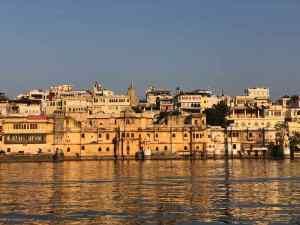 Vue sur la ville depuis le Lac Pichola - Udaipur - Rajasthan - Inde