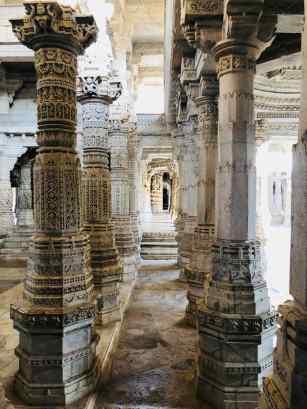 Colonnades - Ranakpur - Rajasthan - Inde