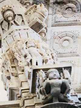 Détail de colonnade sculptée - Ranakpur - Rajasthan - Inde