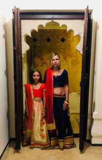 Vêtues des tenues traditionnelles - Narlai - Rajasthan - Inde