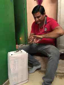 Opération cachetage du colis- Jodhpur - Rajasthan - Inde
