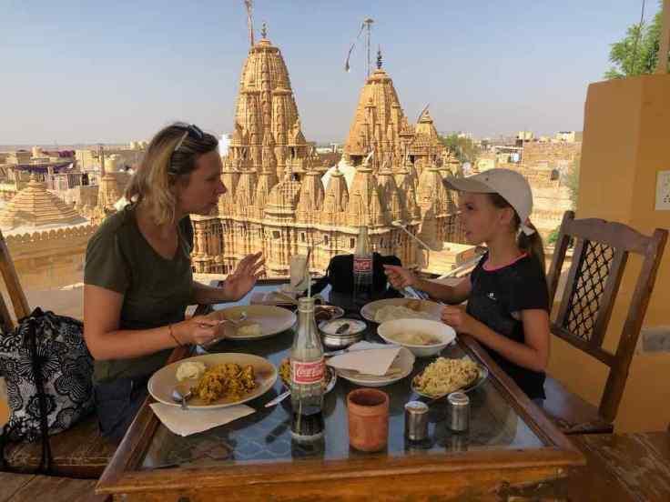 Déjeuner face au temple- Jaisalmer - Rajasthan - Inde