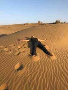 S'étaler dans les dunes - Désert du Thar - Rajasthan - Inde