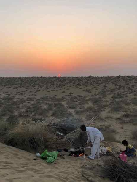 Préparation du repas et coucher de soleil- Désert du Thar - Rajasthan - Inde