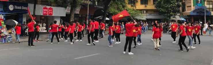Hanoi - Lac de l'épée restituée piéton le week-end et défilé de jeunes communistes - Vietnam