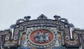 Détail de sculpture sur le toit d'une des portes de la cité impériale - Hue - Vietnam