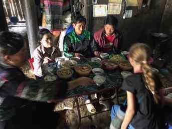 Repas en famille chez les Hmongs - Région de Sapa - Vietnam