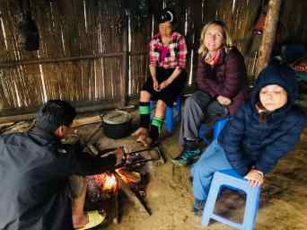 Chez Sing, autour du feu au petit matin- Région de Sapa - Vietnam