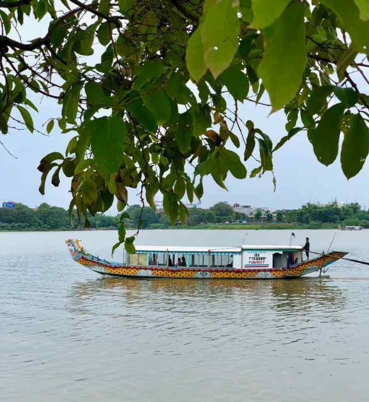 Bateau-dragon sur la rivière aux parfums - Hue - Vietnam