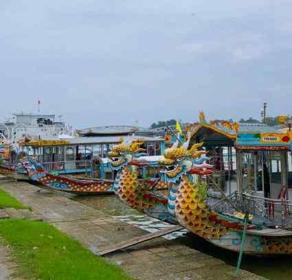 Bateaux-dragons sur la rivière aux parfums - Hue - Vietnam