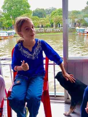 Eden dans le bateau-dragon sur la rivière aux parfums - Hue - Vietnam