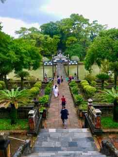 Dans les jardins du mausolée de Ming Mang - Hue - Vietnam
