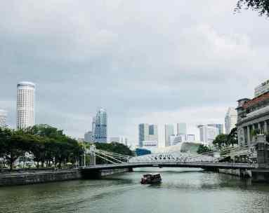 La rivière Singapour et au fond, la City - Singapour