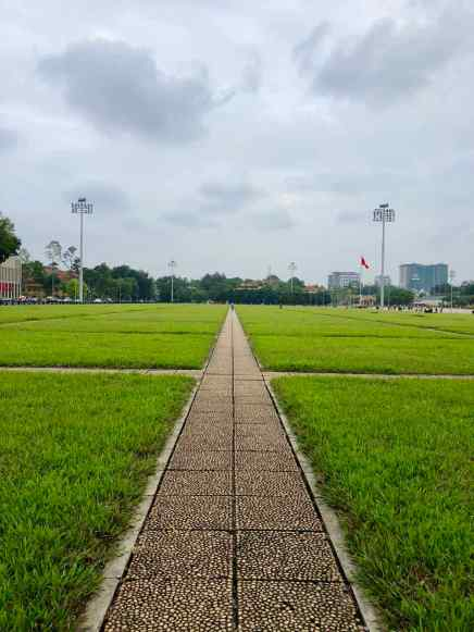 Esplanade entre le Mausolée d'Ho Chi Minh et le Parlement - Hanoi - Vietnam