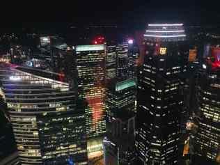 Singapour la nuit depuis le 1-Altitude
