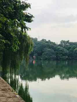 Sur les rives du Lac de l'Epée Restituée- Hanoï - Vietnam