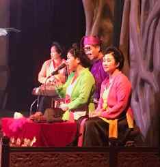 Chanteuses et musiciens - Théâtre de marionnettes - Hanoï - Vietnam