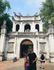 Devant le Temple de la Littérature - Hanoï - Vietnam