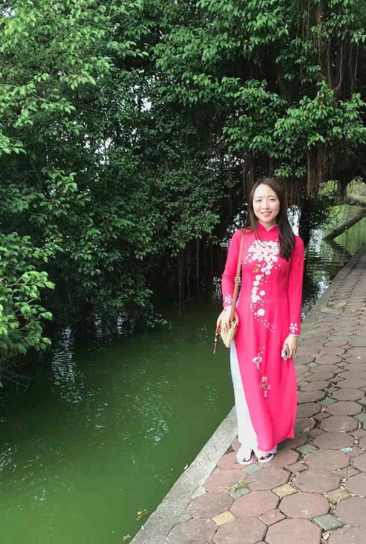 Jeune fille en tenue traditionnelle - Hanoï - Vietnam
