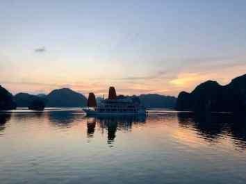 Coucher de soleil dans la Baie d'Halong - Vietnam