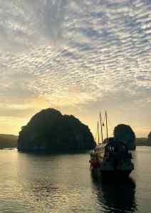 Coucher de soleil sur la Baie d'Halong - Vietnam